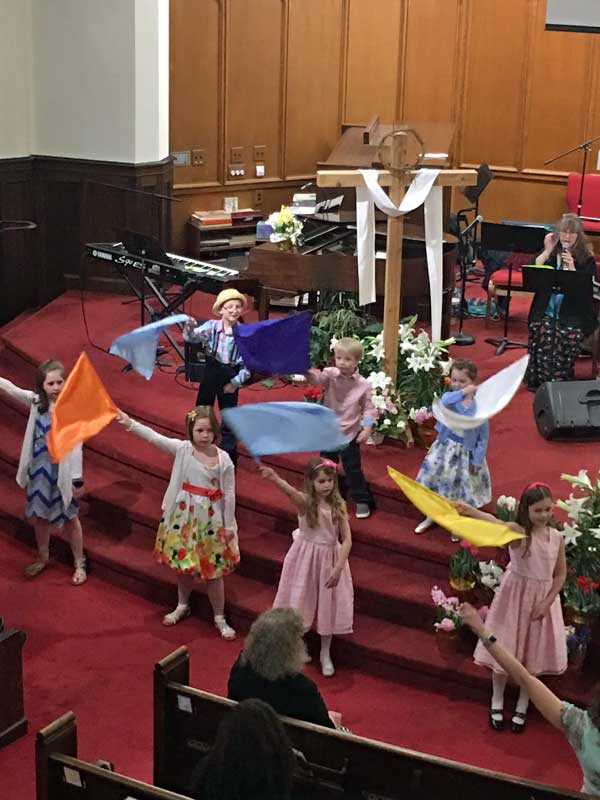 Children's Choir singing on Easter 2019.